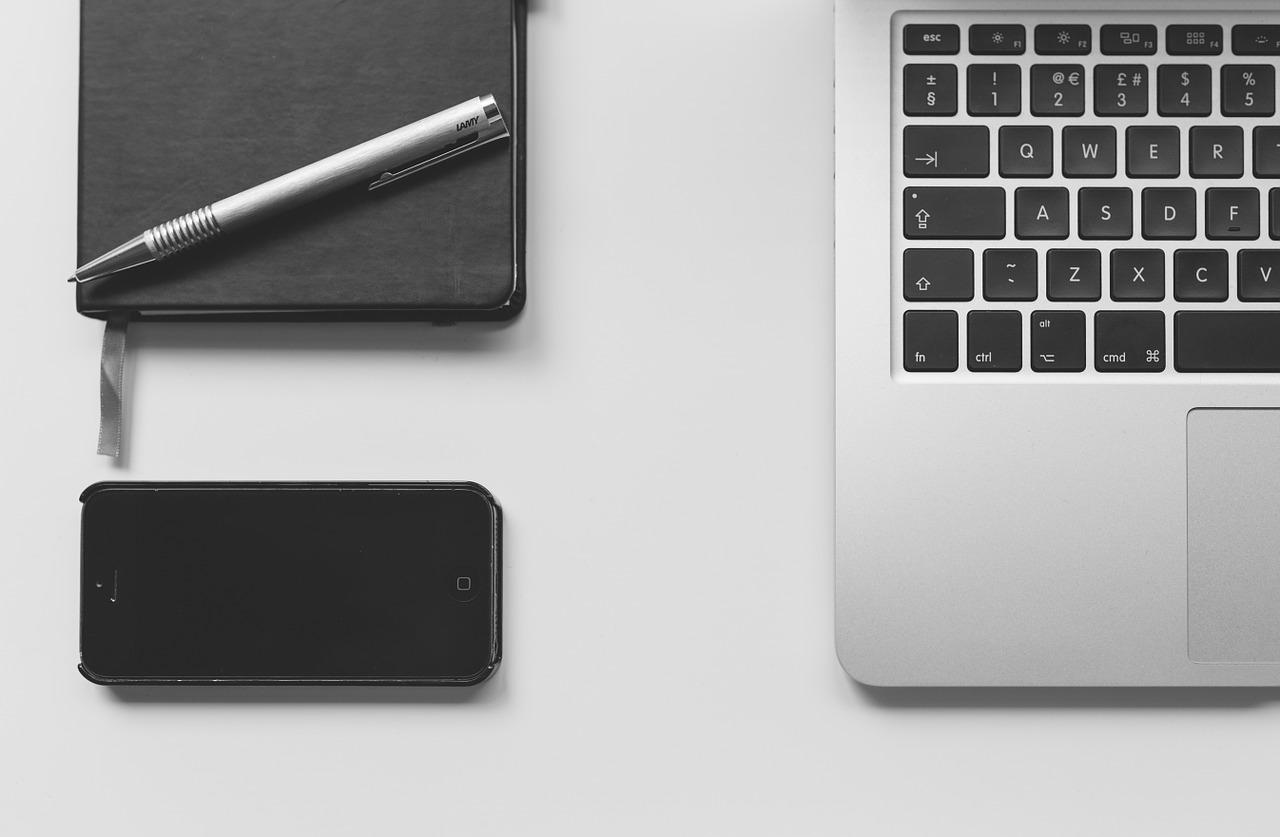 macbook, laptop, computer-924824.jpg